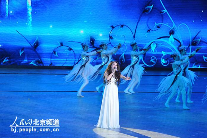 """莎拉·布莱曼在第三届北京国际电影节闭幕式暨""""天坛奖""""颁奖典礼现场图片"""