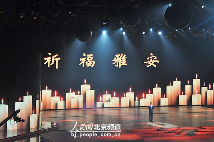 """4月23日晚,第三届北京国际电影节闭幕式暨""""天坛奖""""颁奖典礼在国家会议图片"""