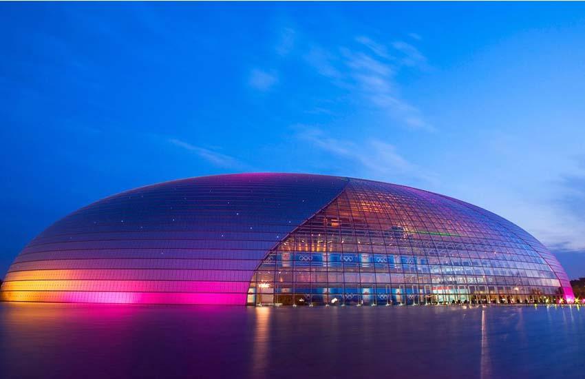国家大剧院 国家大剧院外部为钢结构壳体呈半椭球形