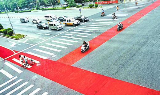 北京12座立交桥下首铺彩色非机动车道