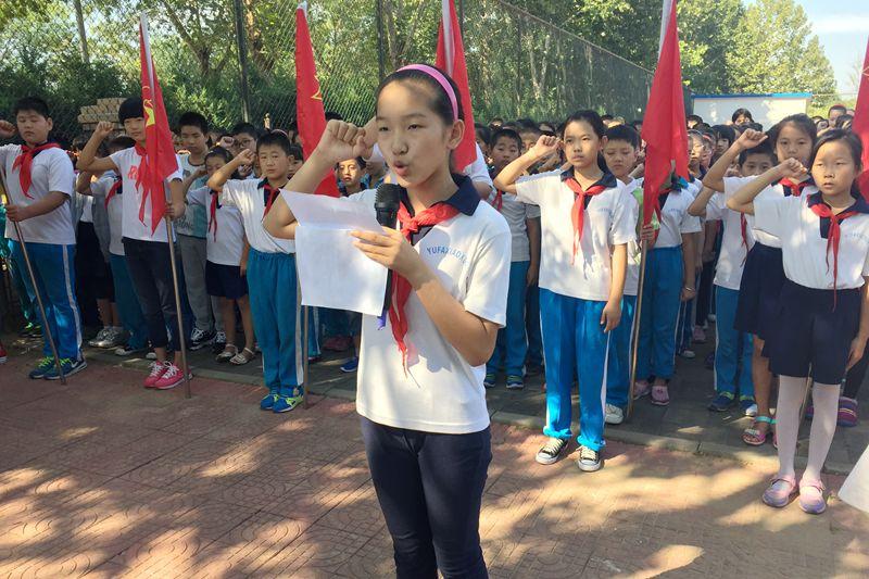 小学生手工制作宣誓卡