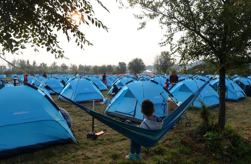 高清:延庆野外帐篷露营成时尚