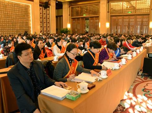 """""""十三五""""期间 北京市部分一、二级医院转型为康复医院     到2020年北京市残疾人托养床位将达6300张。在残疾预防和康复方面,北京市将推动二、三级综合医院设立康复医学科,引导部分一、二级医院转型为康复医院。11月24日,第五次北京市残疾人事业工作会议暨自强与扶残助残表彰大会召开。北京市残联理事长吴文彦在作工作报告时介绍,到2020年,北京市将新增残疾人就业1.5万人以上,建立按比例安排残疾人就业公示制度。[详细]"""