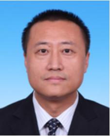 薛国强副区长男,汉族,1973年3月生,北京市人,1996年4月加入中国共产党,1992年7月参加工作,中央党校研究生毕业(法学理论专业),文学学士(北京外国语大学英语专业)。