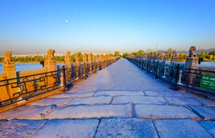 晨曦中的卢沟桥