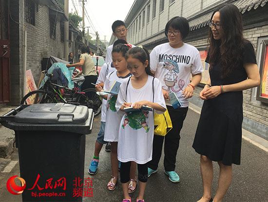 """北京首批小学生""""街巷长""""上岗履职 西长安街迎来""""小管家"""""""