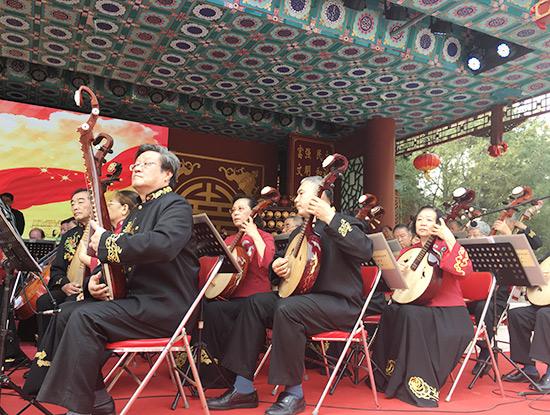 """9月30日,由北京金旋民族管弦乐团献上的""""祝福祖国""""民族音乐会在北京"""