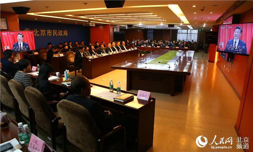 组图:北京各界干部群众收看十九大开幕会直播