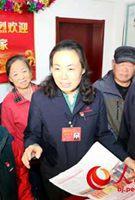 """刘宏:带好徒弟 让身边的90后能做贡献有着""""全国女焊花""""美誉的首钢技术研究院首席技能操作专家刘宏,是第二次以代表身份出席党的全国代表大会。[详细]"""