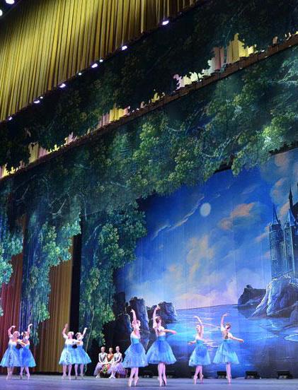 高清组图:人民大会堂上演《天鹅湖》