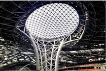 """探访北京新机场:无缝衔接综合交通枢纽 1月18日,记者探访了正在紧张施工中的北京新机场。北京新机场建设项目作为北京市重点工程的""""重中之重"""",已于去年底完成航站楼封顶封围,今年将完成主体工程施工,并将于2019年10月投入试运行。【详细】"""
