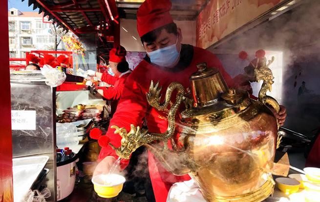组图:北京龙潭庙会热闹非凡 美食老字号价格最公道