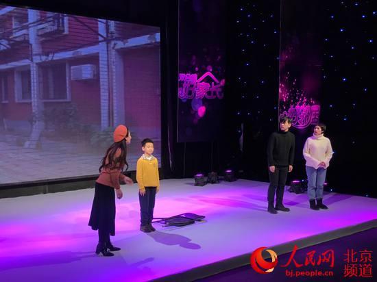 """东城区妇联纪念""""三八""""节暨家庭先进典型表彰大会召开"""