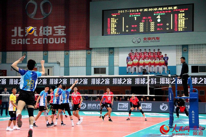 主场作战的北京汽车男排打出高水平,以3比0击败卫冕冠军上海金色年华男排,大比分扳为1-1。 人民网 池梦蕊 摄