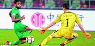 主场被逼平 国安队错失登顶积分榜良机昨晚,北京中赫国安队主场被广州富力队2比2逼平,错失升至积分榜榜首的机会。