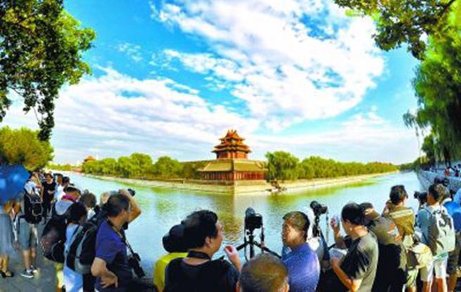 蓝天白云下的京城美景