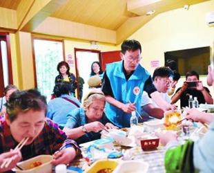 东城首开居家养老共享厨房 人工智能烹制养老餐