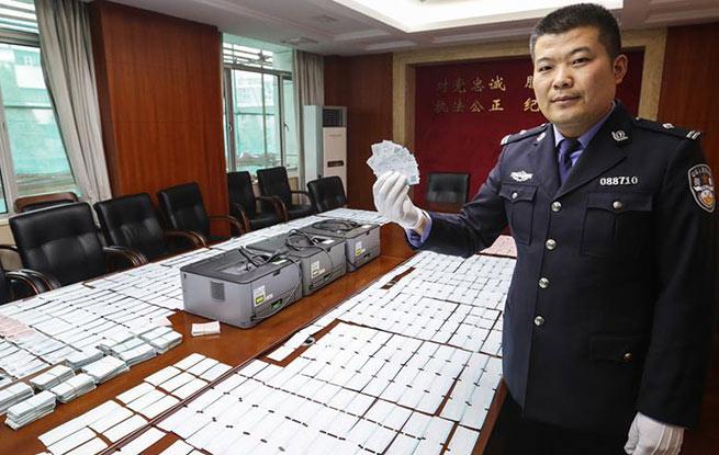 南京铁警捣毁一制贩假票窝点 收缴假火车票6000余张