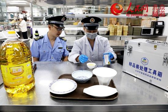 东城区市场监管局开展节日期间食品安全专项检查