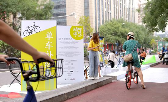 北京国际设计上演街头公共艺术互动