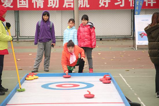 左家庄举行大型冰雪体验活动居民可现场体验冬奥项目