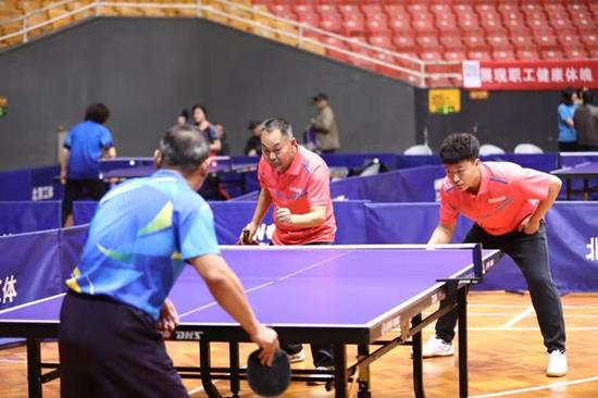 西汉姆必威体育注册_朝阳区总工会文体活动嘉年华乒乓球比赛举办百余名爱好者参加