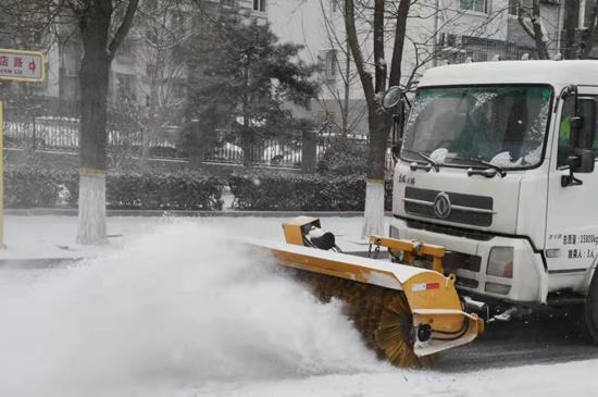 疫情時期朝陽區掃雪鏟冰不放鬆保障醫療救護和物資通道