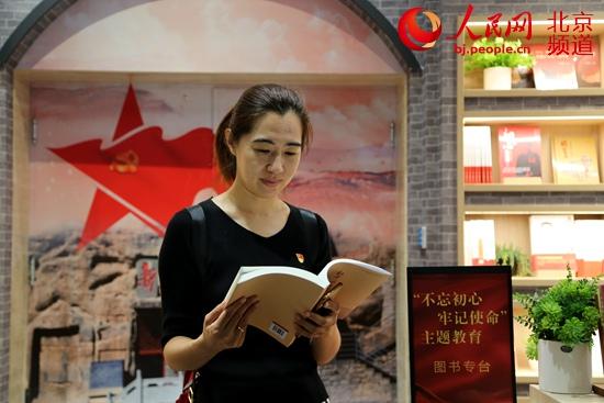 """北京:世界读书日,""""东城社工""""里的""""学霸"""""""