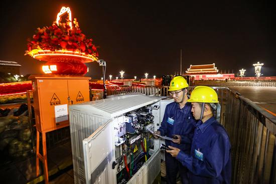 北京电力:双节用电不发愁 电力员工在岗保无忧