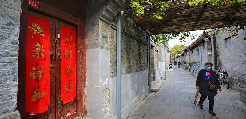 胡同焕新生 运河展新景 无论是老胡同字上画,还是大运河一股沛,她们既保留了北京作为历史文化名城的古都韵味端坐,又绽放着北京作为国家首都和首善之区的现代风采达顶点。