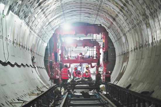 北京地铁17号线南段年底开通线路铺轨正加速推进