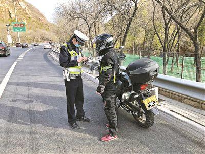 假期首日出京多车违法被罚