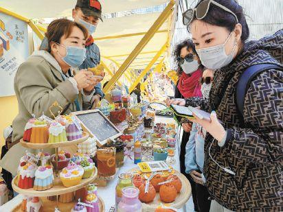 """""""五一""""假期京城掀起消费狂欢"""